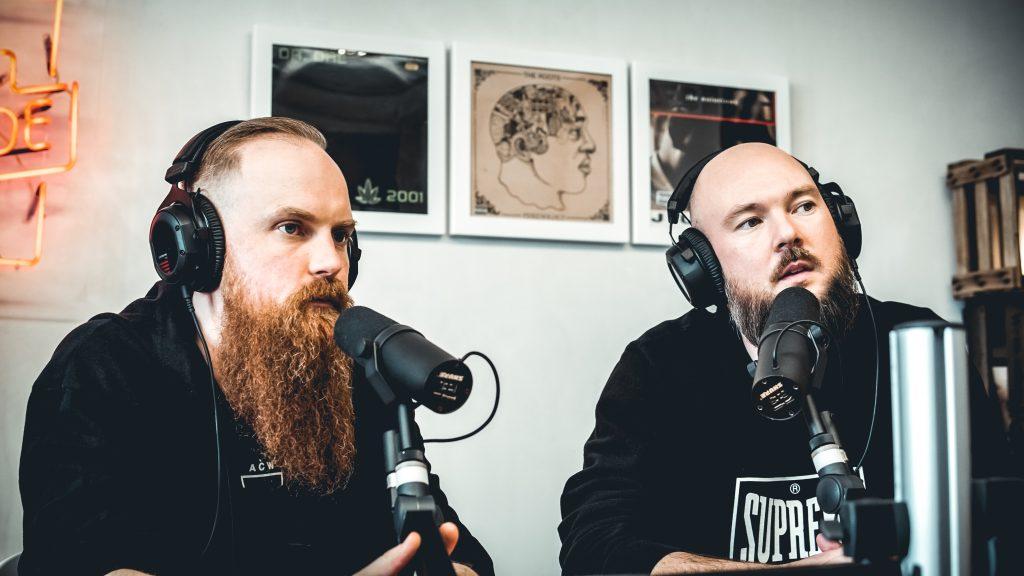 Phillip Böndel und Tobias Kargoll im Podcaststudio
